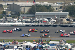 Kasey Kahne leads a group of cars