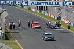 The ultimate speed challenge between a BMW 1 Series, a V8 Saloon car and a Williams-BMW FW26