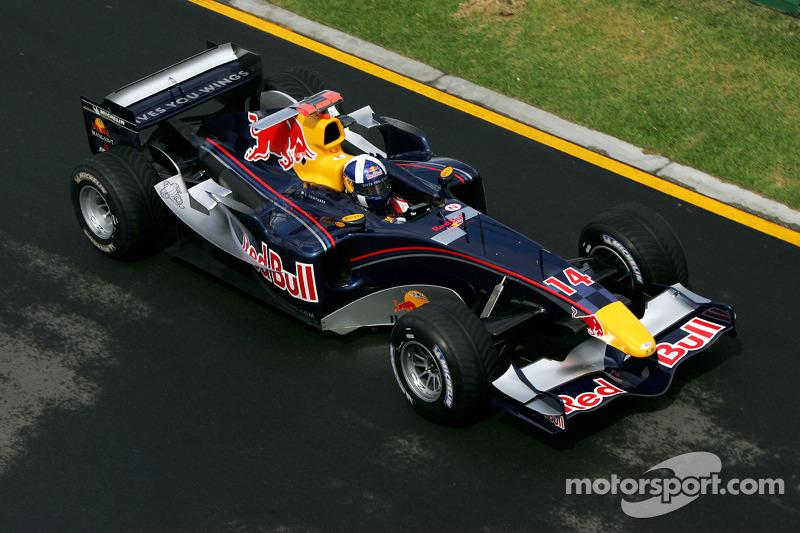 2005 год, раскраска Red Bull RB1