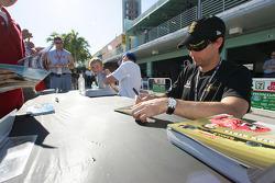 Autograph session: Bryan Herta
