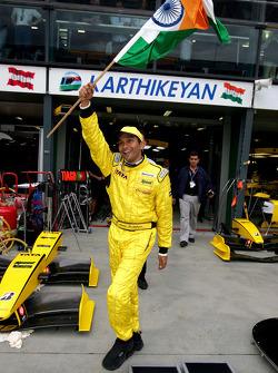 Narain Karthikeyan salutes fans from India