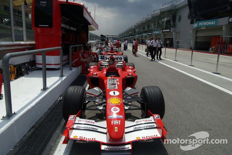 Ferrari en la línea de inspección técnica