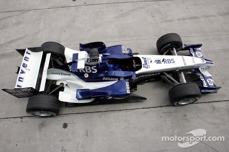 El Williams BMW FW27 se sienta en el pitlane