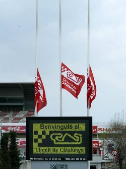 Circuit de Catalunya flags, half mast respect for Pope