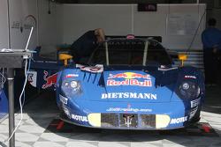 Maserati MC 12 of Bertolini and Wendlinger