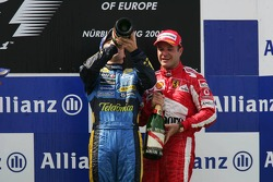 Podium: race winner Fernando Alonso and Rubens Barrichello