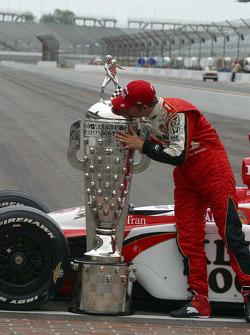 Dan Wheldon kisses the Borg Warner Trophy