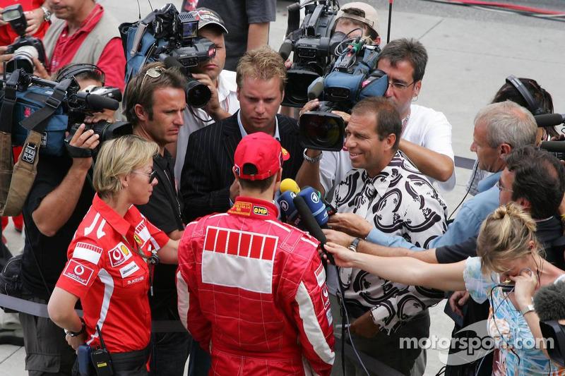 Michael Schumacher después de la Conferencia de prensa