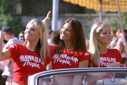 Chicas Hawaiian Tropic