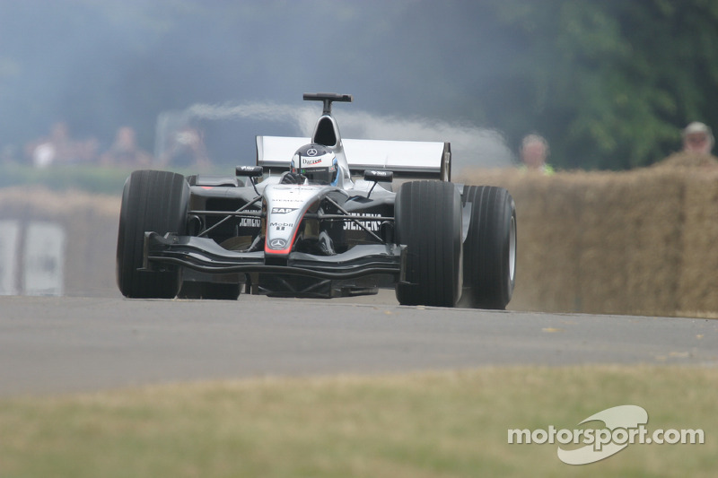 19. El McLaren Mercedes MP4/19 de F1