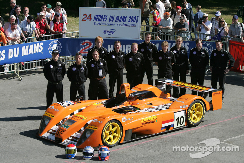 #10 Racing for Holland Dome Judd: Jan Lammers, Elton Julian, John Bosch, avec l'équipe