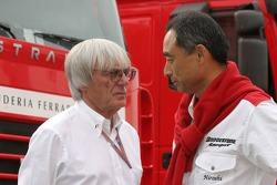 Bernie Ecclestone and Hiroshi Yasukawa