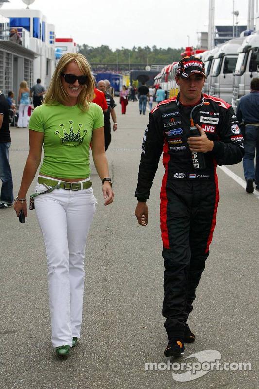 Christijan Albers con su novia