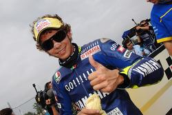 Ganador de la pole Valentino Rossi celebrates