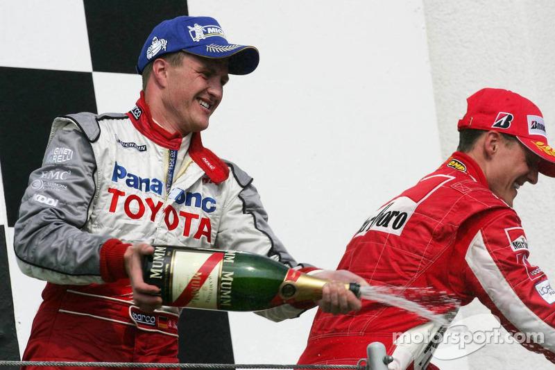 Podio: champagne para Michael Schumacher y Ralf Schumacher