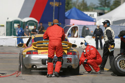 Pitstop for #28 Race Prep Motorsports Porsche 996: Spencer Pumpelly, Tim Gaffney, Mike Pickett