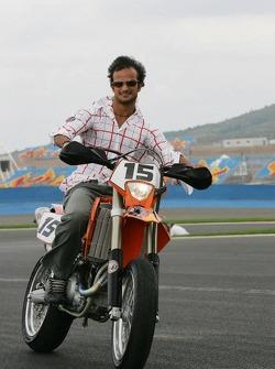 Vitantonio Liuzzi inspects the track