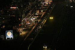 La voie des stands de nuit