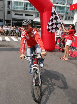 Vodafone race event in Milan: Michael Schumacher rides a mountain bike