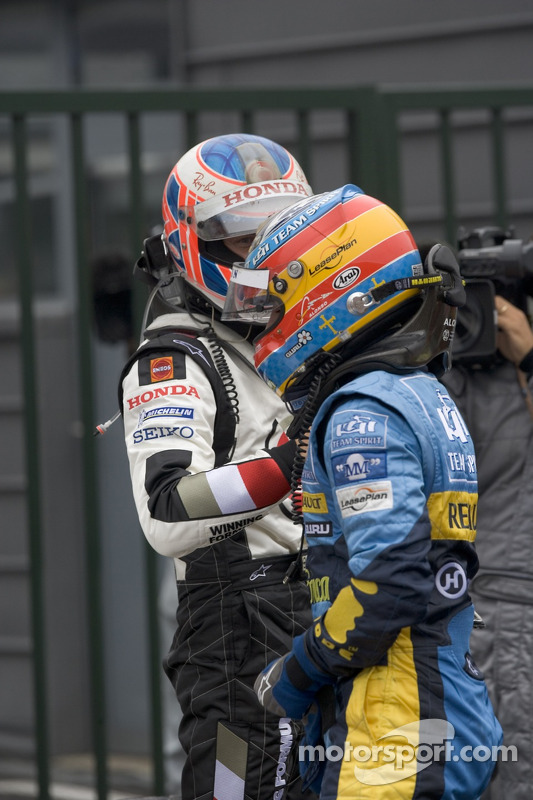 Fernando Alonso y Jenson Button felicitar mutuamente