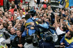 2005 World Champion Fernando Alonso celebrates with Renault F1 team members