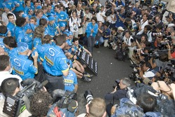 2005 World Champion Fernando Alonso celebrates with Renault F1 team members