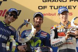 Podio: ganador de la carrera Marco Melandri; segundo lugar Valentino Rossi y tercer lugar Nicky Hayden
