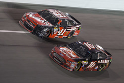 Kurt Busch, Stewart-Haas Racing Chevrolet, Greg Biffle, Roush Fenway Racing Ford