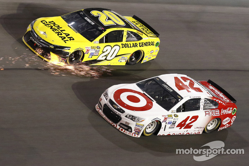Matt Kenseth, Joe Gibbs Racing, Toyota, und Kyle Larson, Ganassi Racing, Chevrolet