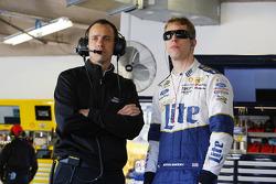 Chefe de equipe Paul Wolfe e Brad Keselowski, Team Penske Ford
