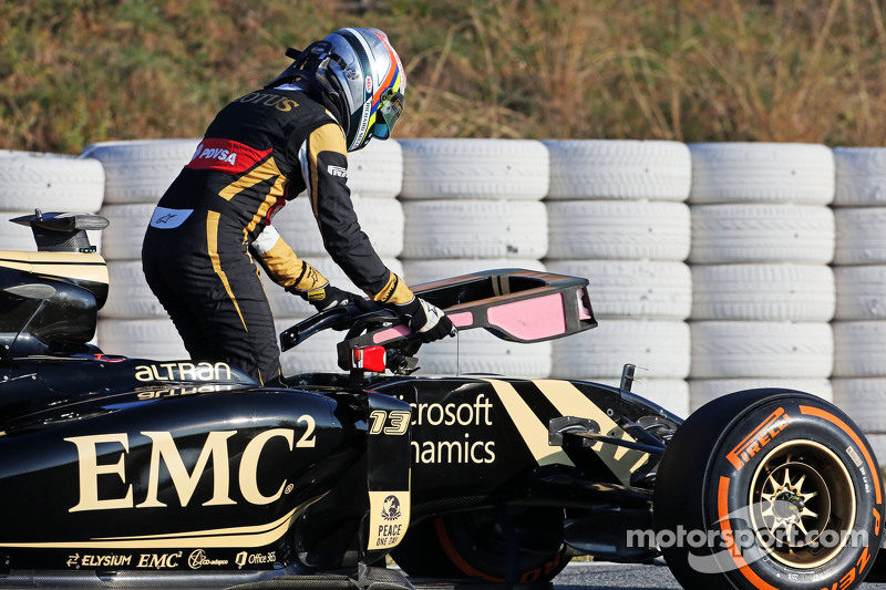 Pastor Maldonado, Lotus F1 E23 stops on the circuit