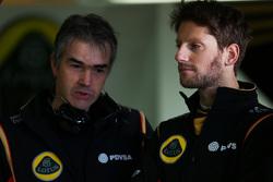 (da sinistra a destra): Nick Chester, Direttore Tecnico Lotus F1 Team con Romain Grosjean, Lotus F1 Team