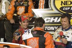 Jeff Gordon congratulates NASCAR Nextel Cup 2005 champion Tony Stewart
