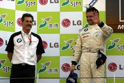 Podium: Andy Priaulx with Dr Mario Theissen