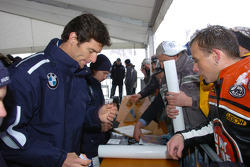 Mark Webber and Nick Heidfeld BMW WilliamsF1 Team drivers 2005 sign autographs