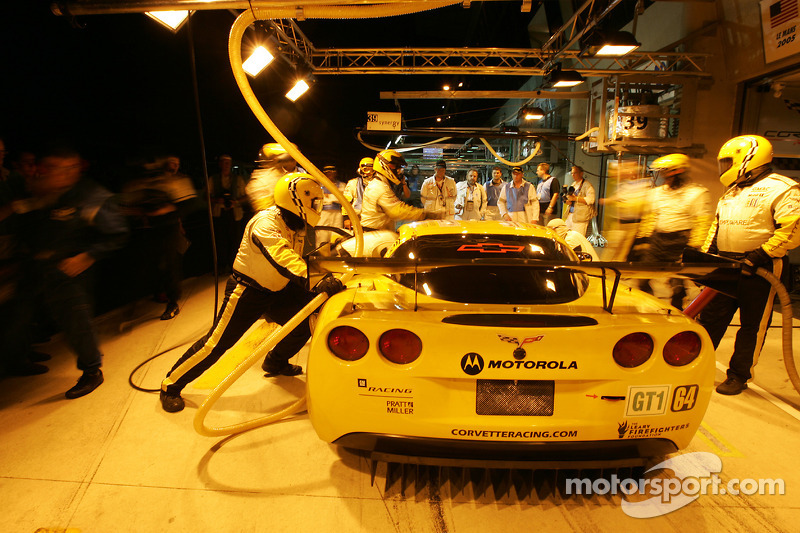 Pitstop practice for #64 Corvette Racing Corvette C6-R: Olivier Gavin, Oliver Beretta, Jan Magnussen