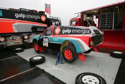 Présentation de l'équipe Nissan à Dessoude: la Nissan Navara T1 de Carlos Sousa et Jean-Marie Lurquin