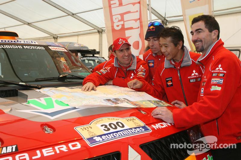 Pilotes de l'équipe Repsol Mitsubishi Ralliart: Stéphane Peterhansel, Nani Roma, Hiroshi Masuoka et Luc Alphand