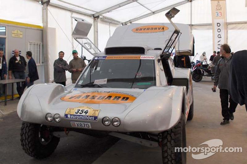 Equipe Vanguard Racing à l'assistance technique