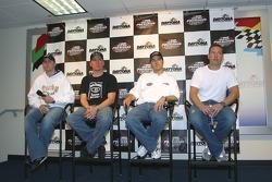 Denny Hamlin, Clint Bowyer, J.J. Yeley et Brent Sherman