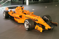 Der neue McLaren MP4-21 im McLaren Technology Center
