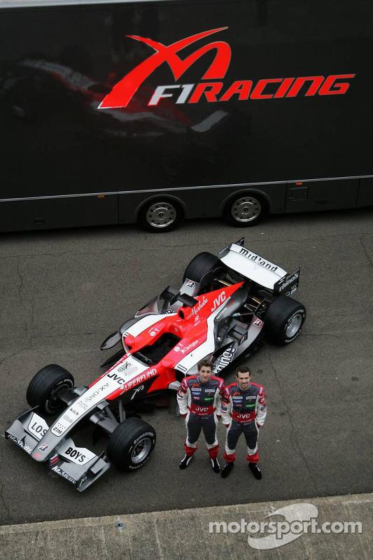 Christijan Albers et Tiago Monteiro avec la nouvelle MF1 Racing M16