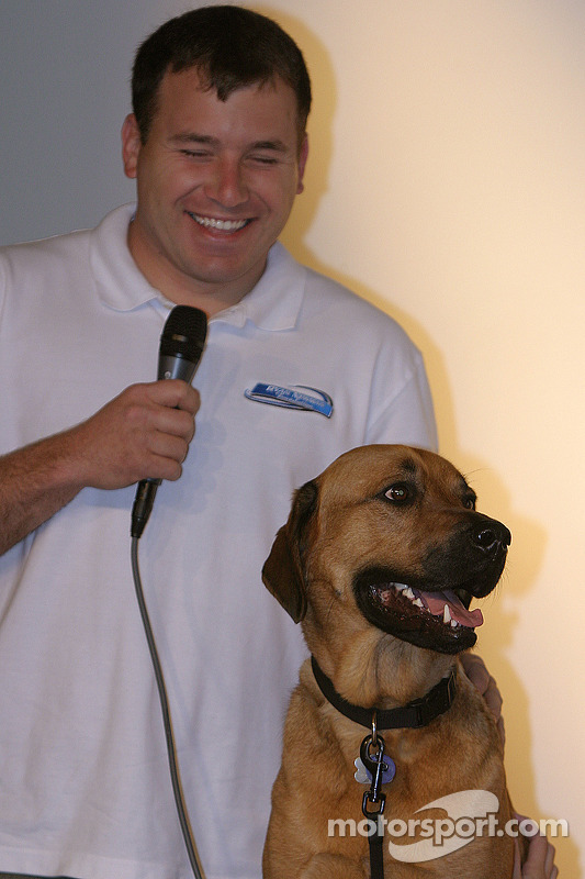 Présentation du livre Pit Road Pets: Ryan Newman son chien