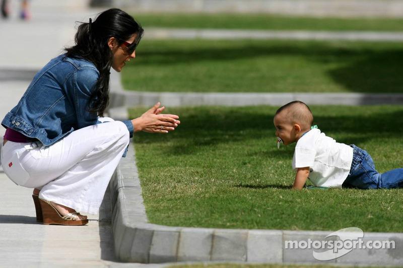 Connie Montoya y su hijo Sebastien