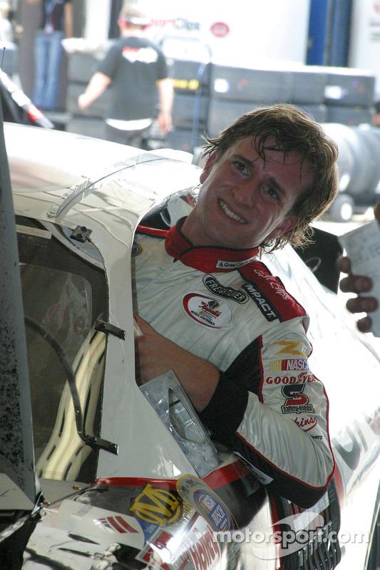 A.J. Foyt IV monte dans la voiture de course