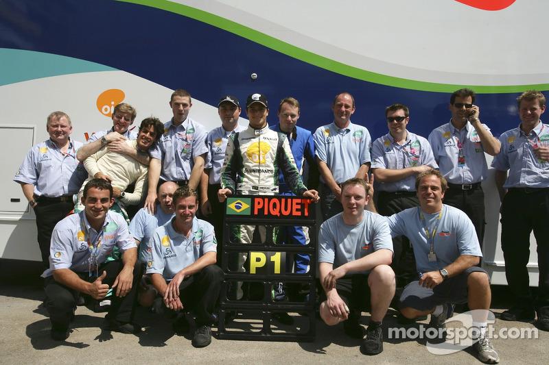 Nelson A. Piquet et son équipe