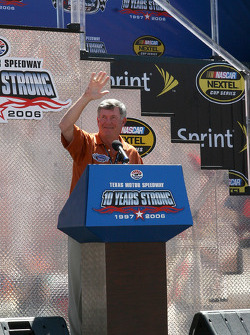 Mack Brown speaks before the start