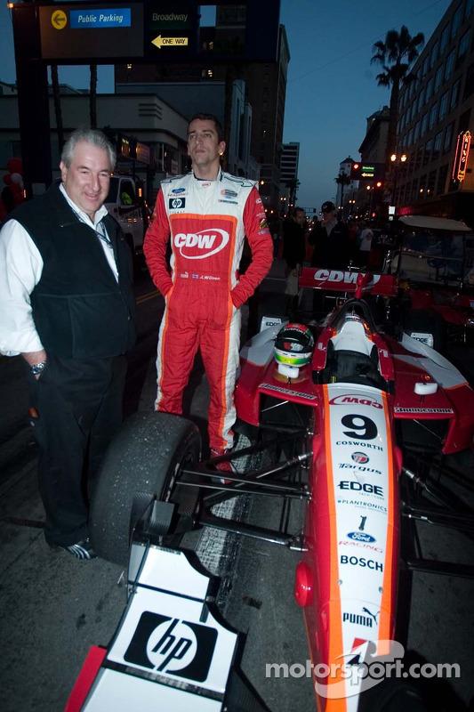Le directeur des opérations de RuSPORT Steven Wulff et le pilote Justin Wilson