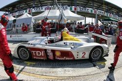 Pitstop for #2 Audi Sport North America Audi R10 TDI Power: Rinaldo Capello, Tom Kristensen, Allan McNish