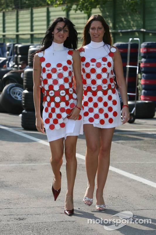 Des jeunes femmes de Martini